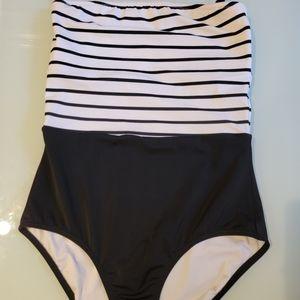 VICTORIA'S SECRET Swimsuit Sz S Black & White